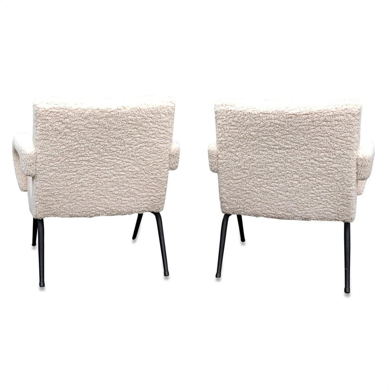 Mid-20th Century Pair of Mid-Century Modern Compact Armchairs in White Bouclette, France, 1950s For Sale