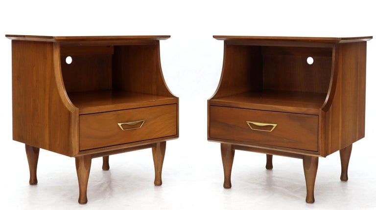 Pair of light walnut Mid-Century Modern nightstands or side tables.