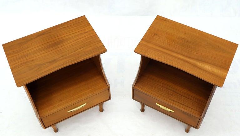 Mid-Century Modern Pair of Midcentury Modern Light Walnut One Drawer Step Nightstands For Sale