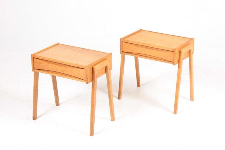 Scandinavian Modern Pair of Midcentury Nightstands in Oak, Danish Design, 1960s For Sale