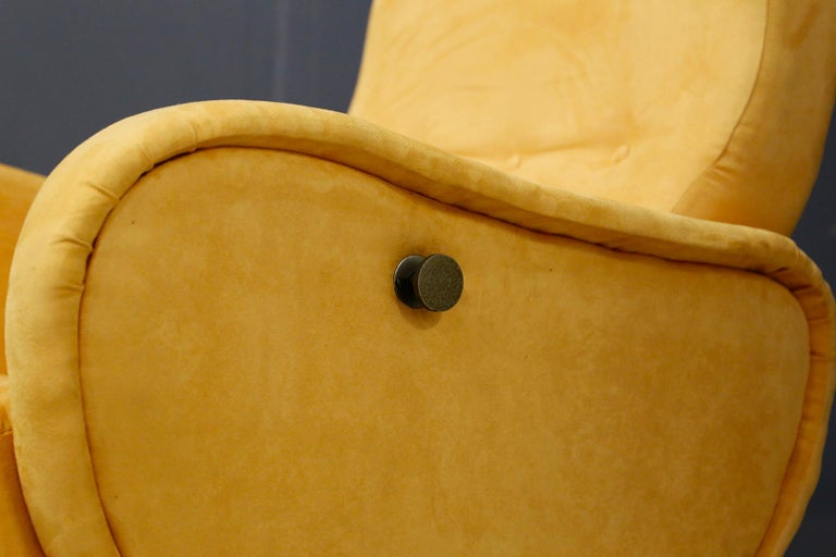 Mid-Century Modern Pair of Midcentury Reclining Armchairs in Yellow Velvet in Zanuso Style, 1950s For Sale
