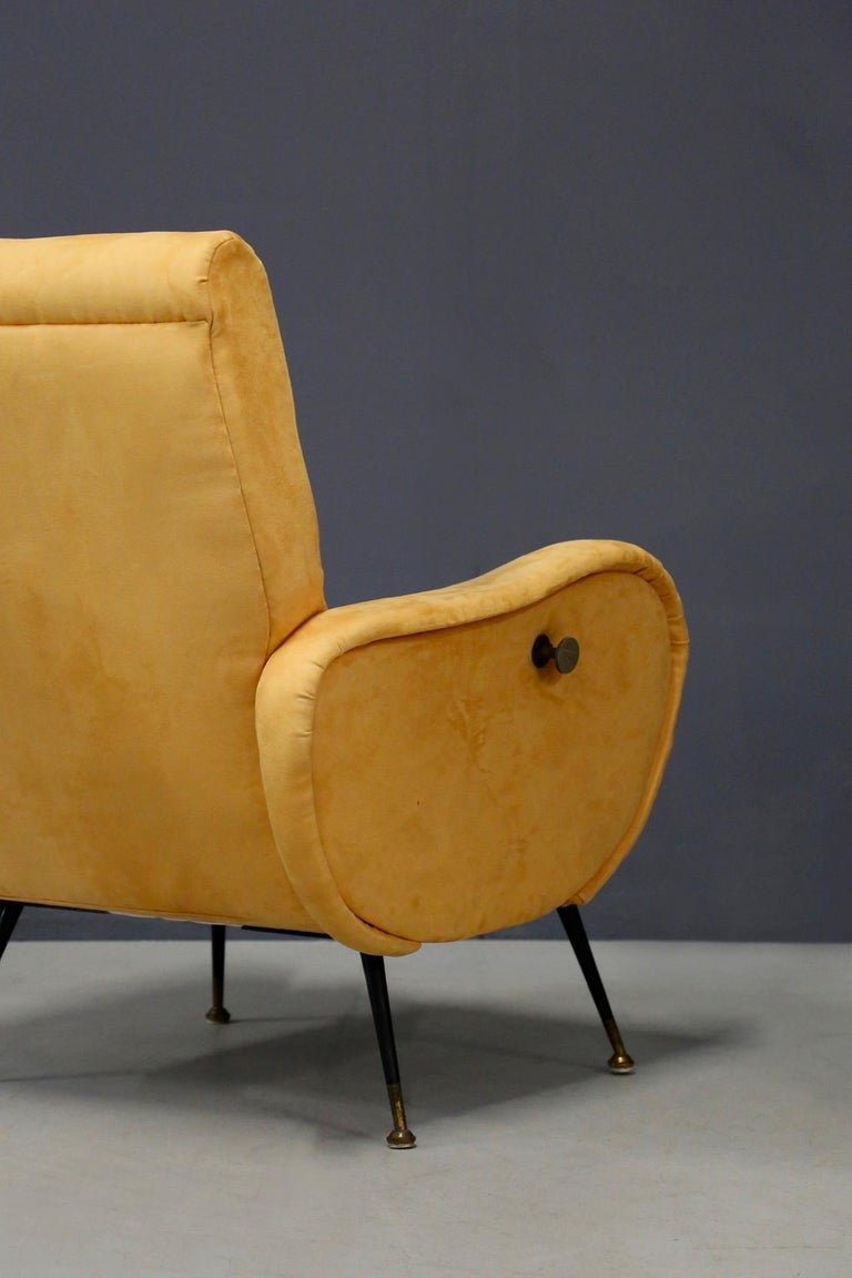 Pair of Midcentury Reclining Armchairs in Yellow Velvet in Zanuso Style, 1950s In Good Condition For Sale In Milano, IT