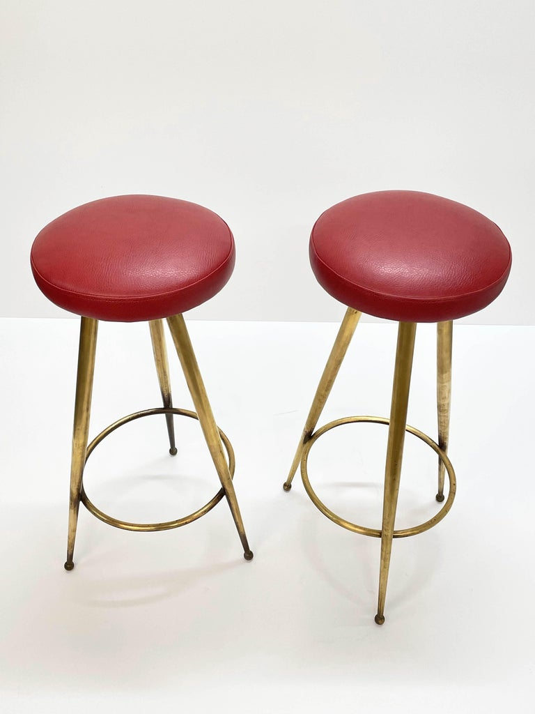 Pair of Midcentury Red Vinyl and Brass Tripod Italian Bar Stools, 1950s For Sale 2