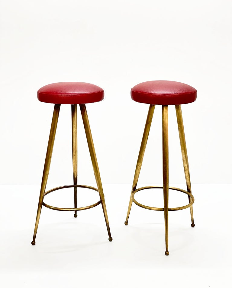 Pair of Midcentury Red Vinyl and Brass Tripod Italian Bar Stools, 1950s For Sale 4