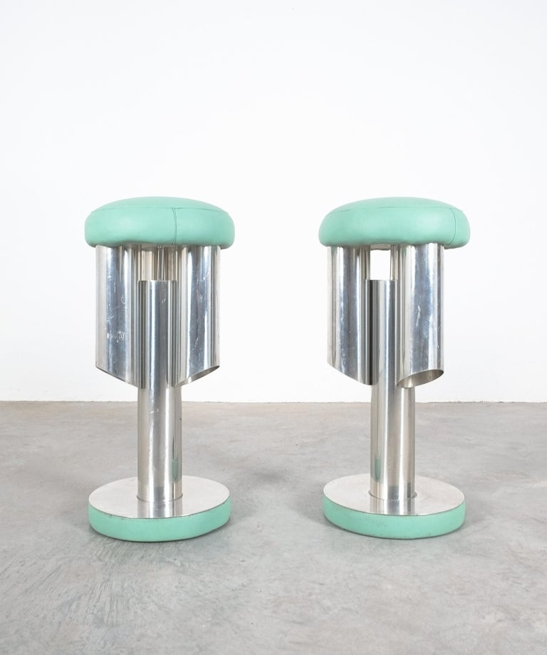 Pair of Midcentury Rocket Stools from Aluminum and Leather, Italy For Sale 5