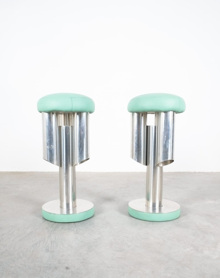 Pair of Midcentury Rocket Stools from Aluminum and Leather, Italy For Sale 6