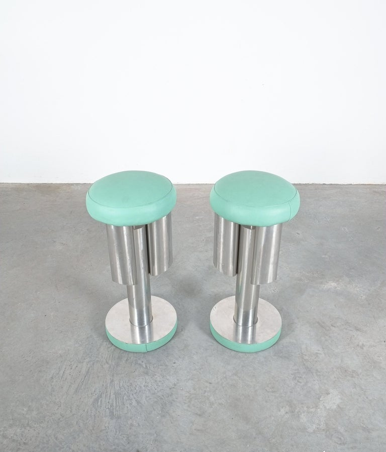 Pair of Midcentury Rocket Stools from Aluminum and Leather, Italy For Sale 1