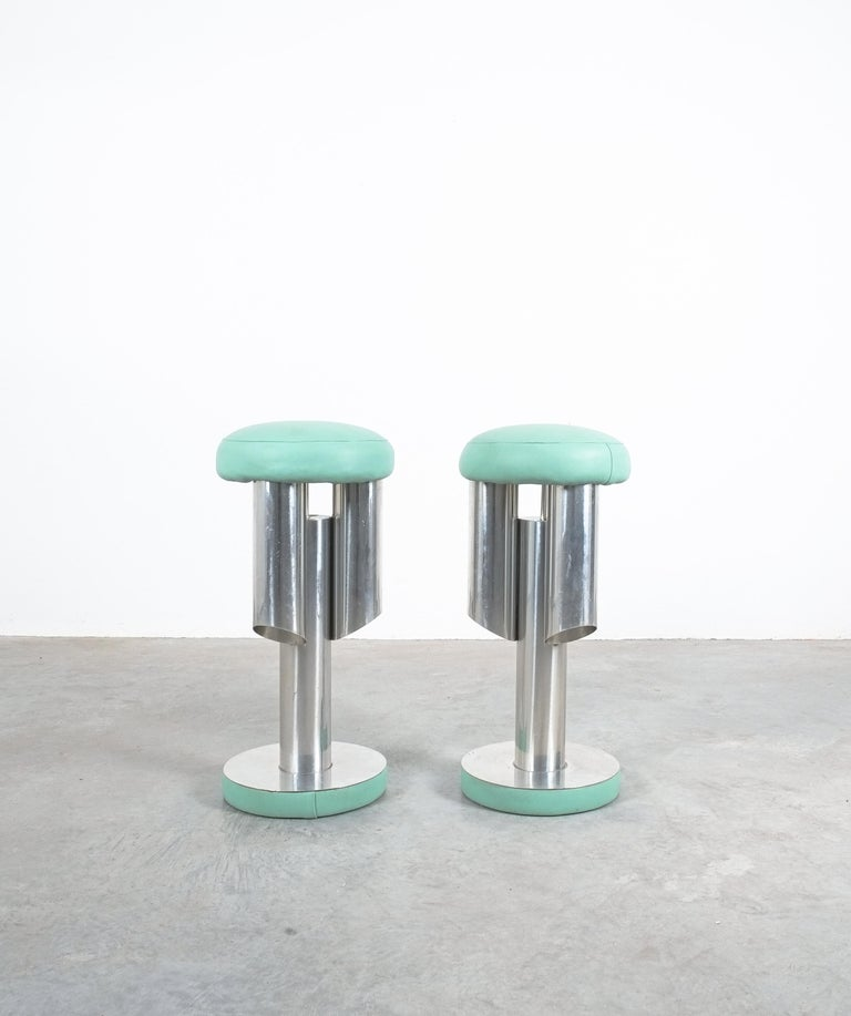 Pair of Midcentury Rocket Stools from Aluminum and Leather, Italy For Sale 2
