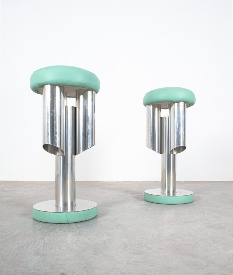 Pair of Midcentury Rocket Stools from Aluminum and Leather, Italy For Sale 3