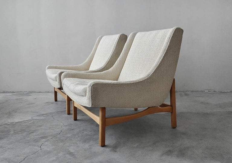 Mid-Century Modern Pair of Midcentury Scoop Lounge Chairs For Sale
