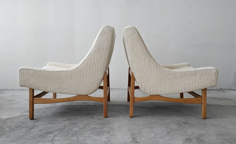 20th Century Pair of Midcentury Scoop Lounge Chairs For Sale