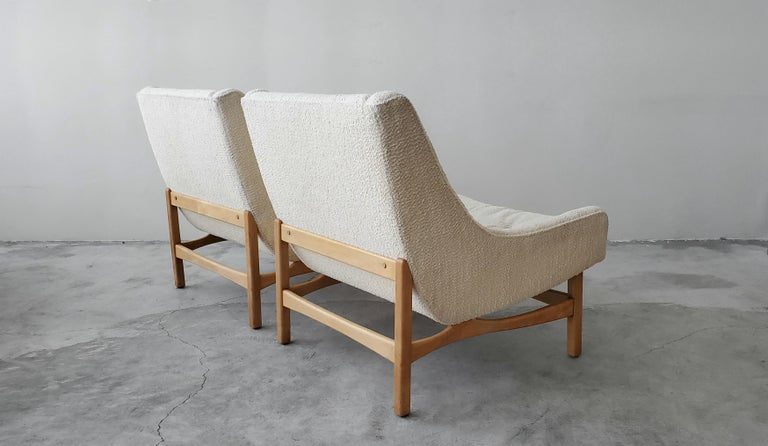 Walnut Pair of Midcentury Scoop Lounge Chairs For Sale