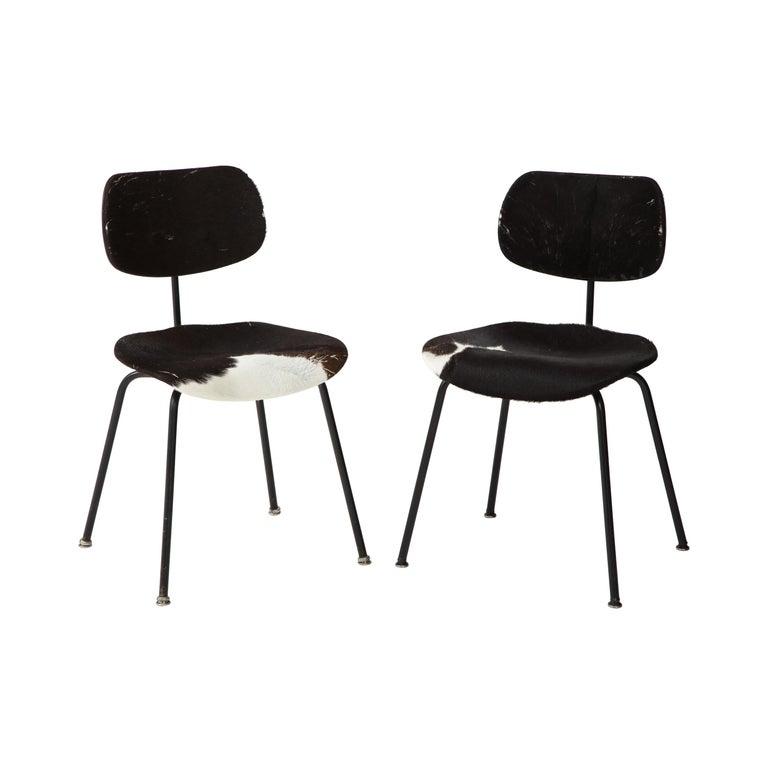 Pair of Midcentury SE-68 Chairs by Egon Eiermann in Original Cowhide For Sale