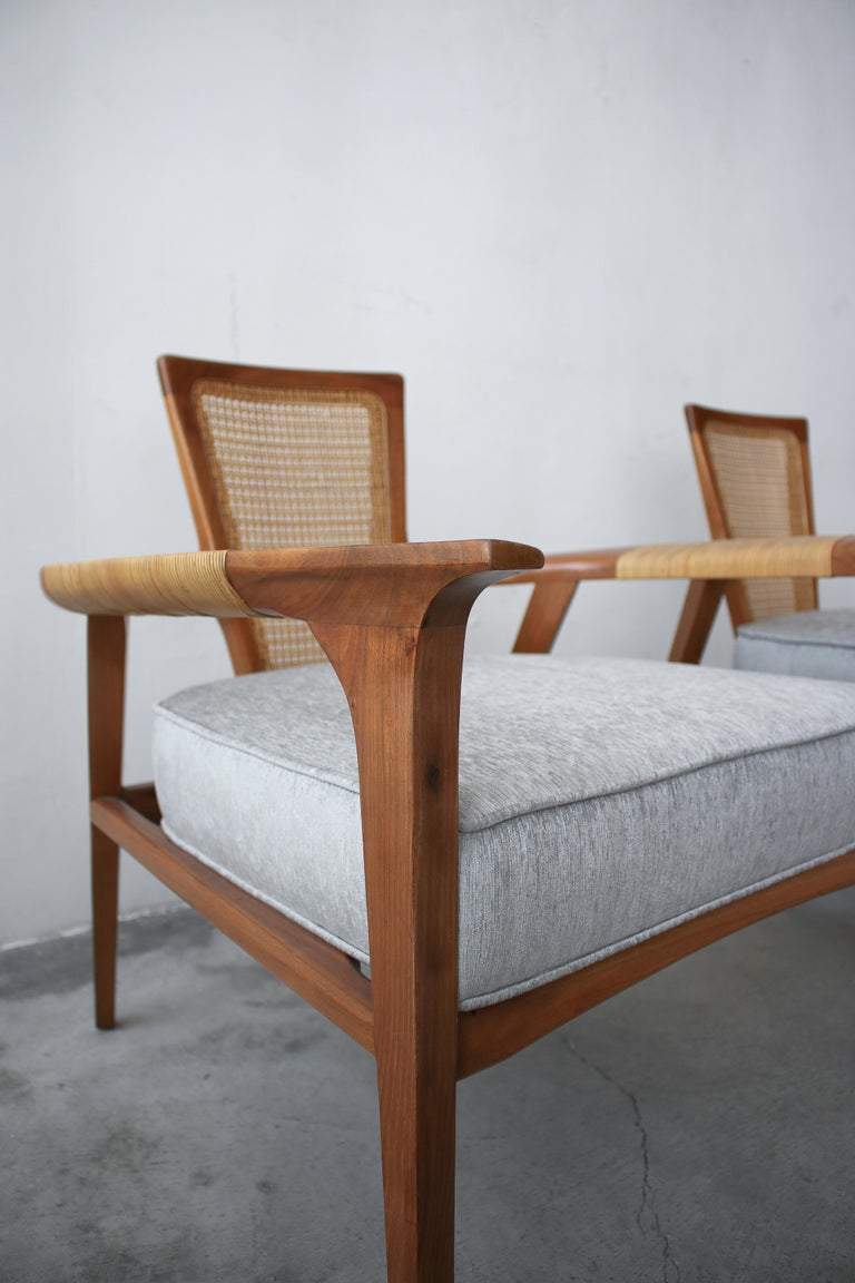 Pair of Midcentury Walnut and Cane Lounge Chairs by William Hinn For Sale 4