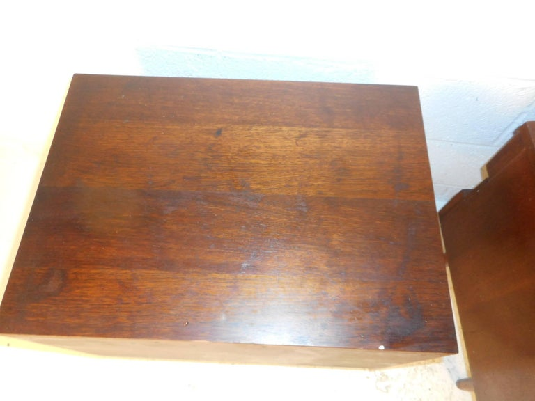 Pair of Midcentury Walnut Nightstands by American of Martinsville For Sale 5