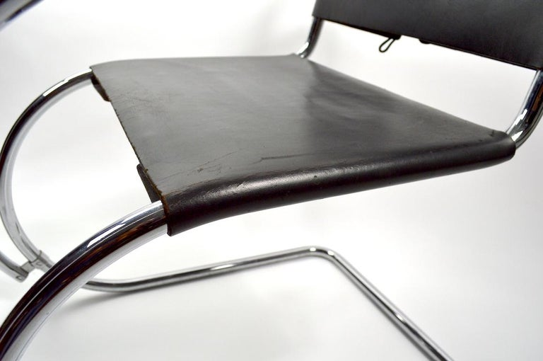 German Pair of Mies van der Rohe MR Lounge Chairs Black Leather and Chrome For Sale