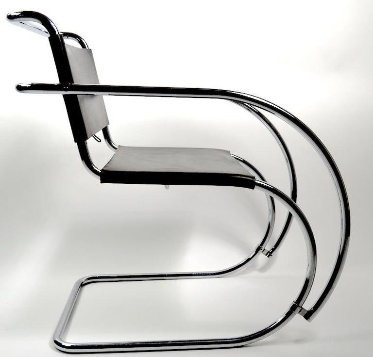 20th Century Pair of Mies van der Rohe MR Lounge Chairs Black Leather and Chrome For Sale