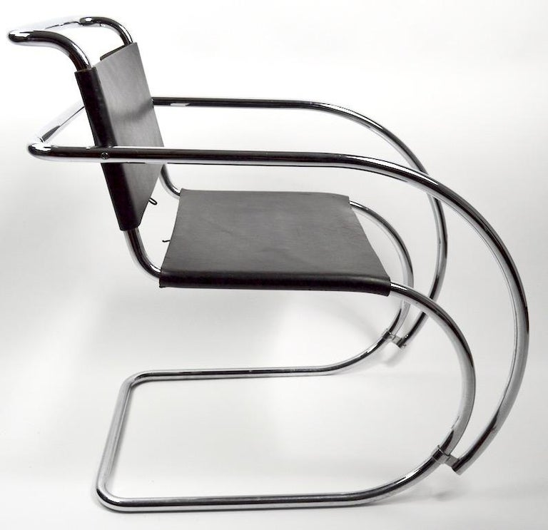 Pair of Mies van der Rohe MR Lounge Chairs Black Leather and Chrome For Sale 1