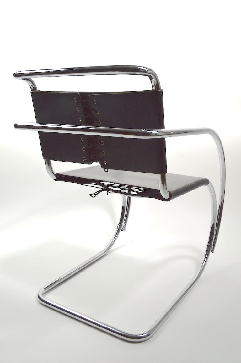 Pair of Mies van der Rohe MR Lounge Chairs Black Leather and Chrome For Sale 2