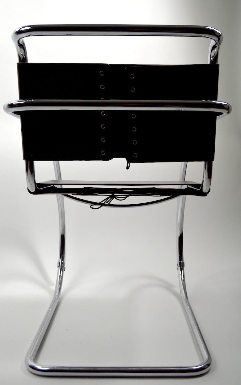 Pair of Mies van der Rohe MR Lounge Chairs Black Leather and Chrome For Sale 3