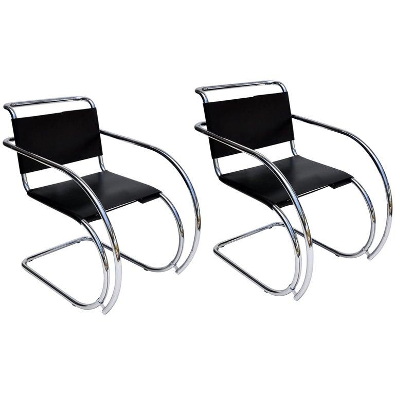 Paar Mies Van Der Rohe MR Loungesessel aus Schwarzem Leder und Chrom 1
