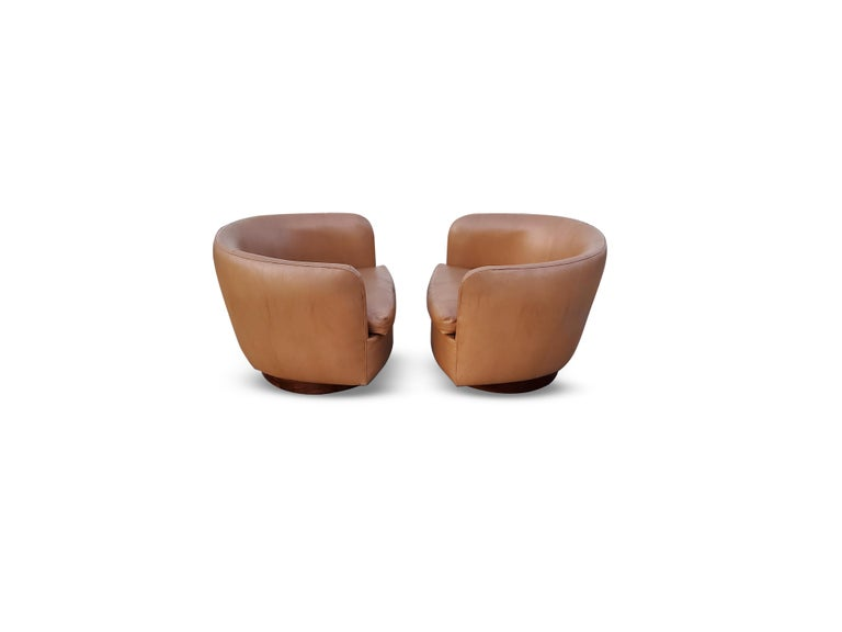 American Pair of Milo Baughman for Thayer Coggin Tilt / Swivel Lounge Chairs For Sale