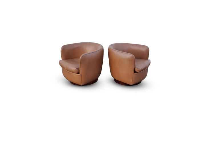 20th Century Pair of Milo Baughman for Thayer Coggin Tilt / Swivel Lounge Chairs For Sale