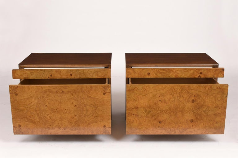 Mid-Century Modern Pair of Milo Baughman Style Burled Nightstands For Sale