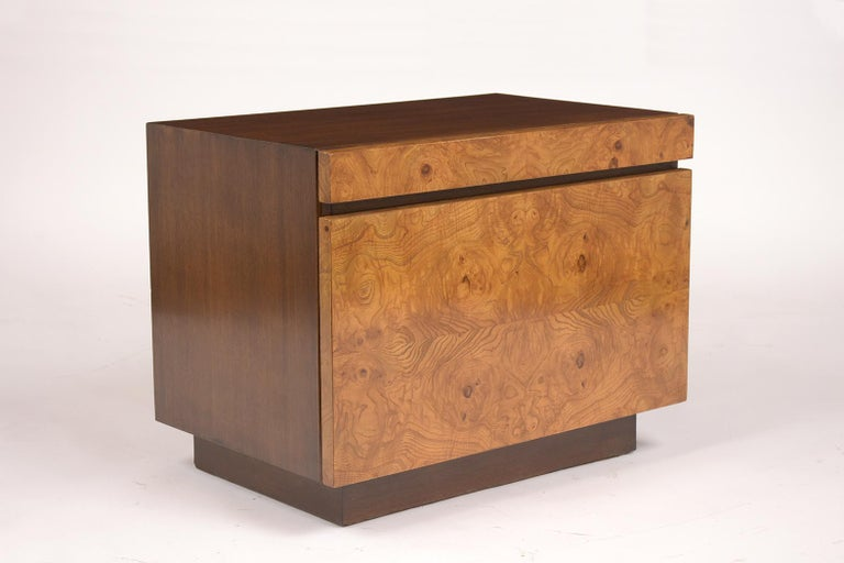 Pair of Milo Baughman Style Burled Nightstands In Good Condition For Sale In Los Angeles, CA