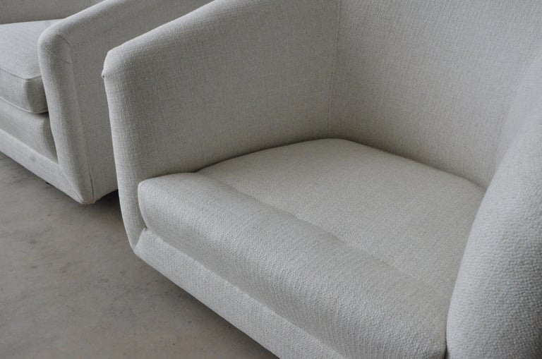 Pair of Milo Baughman Style New White Upholstery Swivel Chairs with Back Cushion For Sale 5