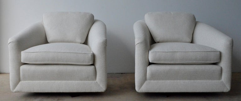 20th Century Pair of Milo Baughman Style New White Upholstery Swivel Chairs with Back Cushion For Sale