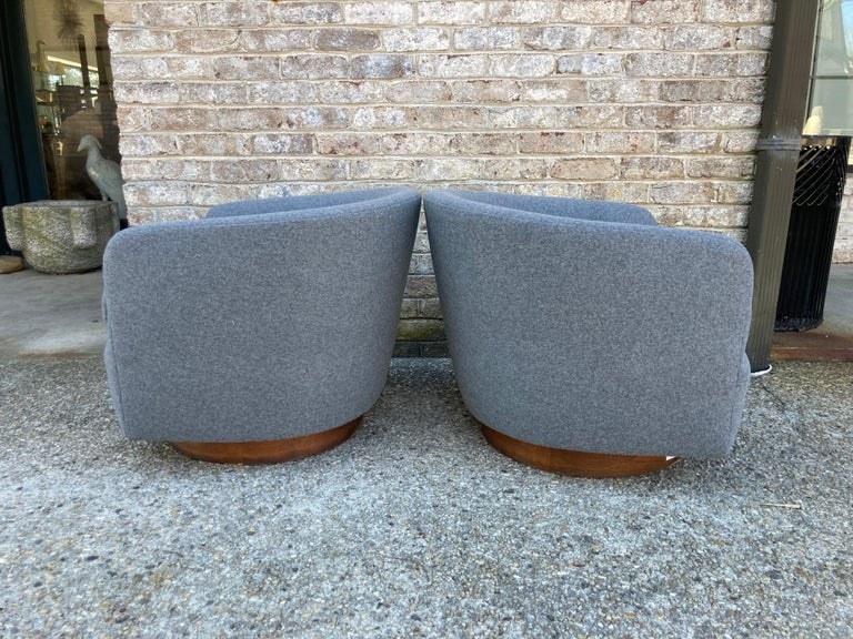 Pair of Milo Baughman Swivel Chairs In Good Condition For Sale In East Hampton, NY