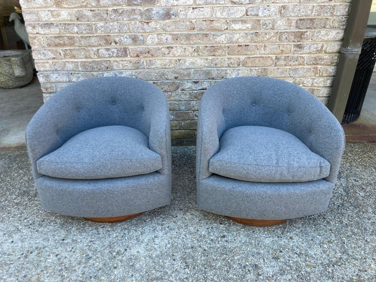 Pair of Milo Baughman Swivel Chairs For Sale 3