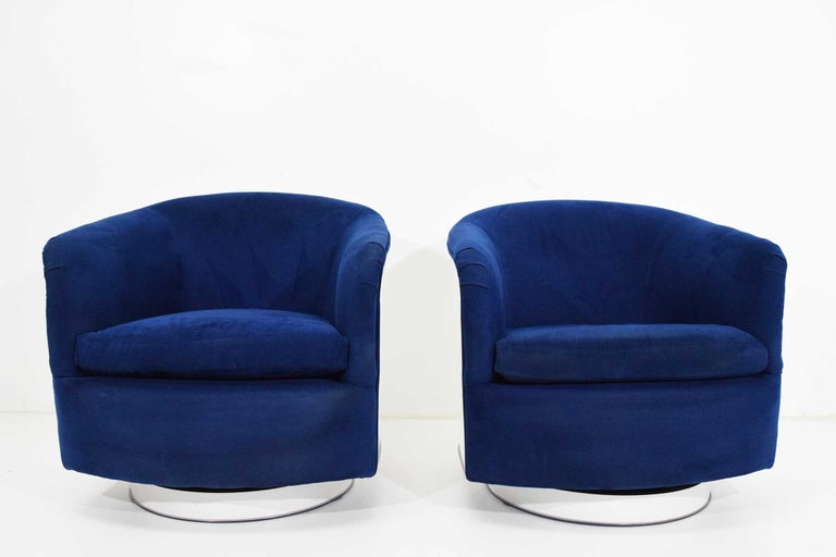 Beautiful pair of Milo Baughman tilt/swivel lounge chairs in blue upholstery with a white lacquer back and base.