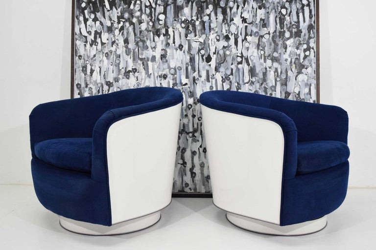 Mid-Century Modern Pair of Milo Baughman Tilt/Swivel Lounge Chairs in Blue with White Lacquer For Sale