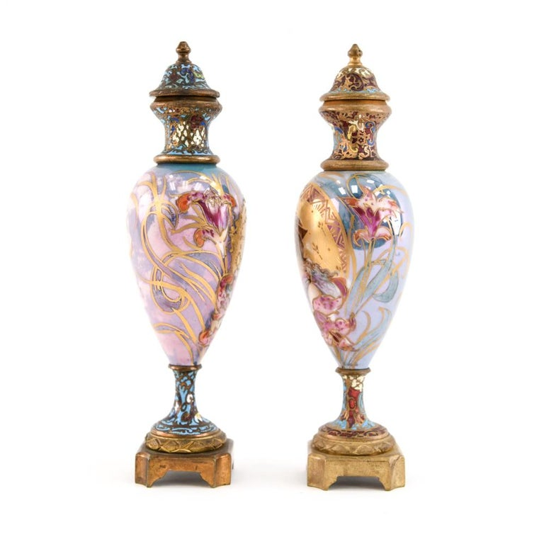 Pair of Miniature Sèvres Porcelain French Urns For Sale 7