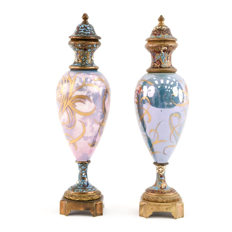 Pair of Miniature Sèvres Porcelain French Urns For Sale 10