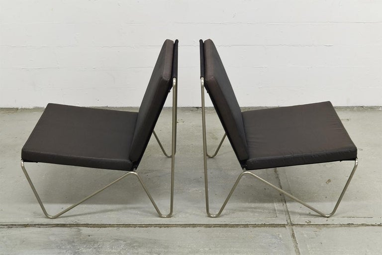 Danish Pair of Minimalist Black Bachelor Chairs by Verner Panton for Fritz Hansen 1960s For Sale