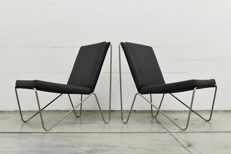 Pair of Minimalist Black Bachelor Chairs by Verner Panton for Fritz Hansen 1960s In Good Condition For Sale In The Hague, NL
