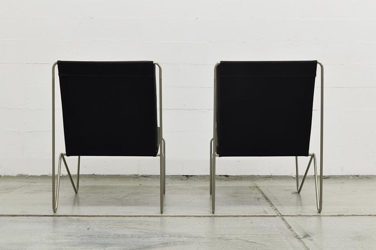 Mid-20th Century Pair of Minimalist Black Bachelor Chairs by Verner Panton for Fritz Hansen 1960s For Sale