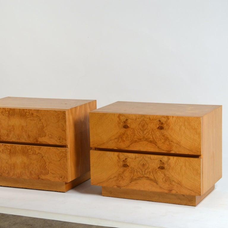 American Pair of Minimalist Burl Wood Nightstands by Lane For Sale