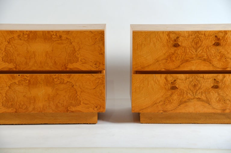 Pair of Minimalist Burl Wood Nightstands by Lane In Excellent Condition For Sale In Los Angeles, CA