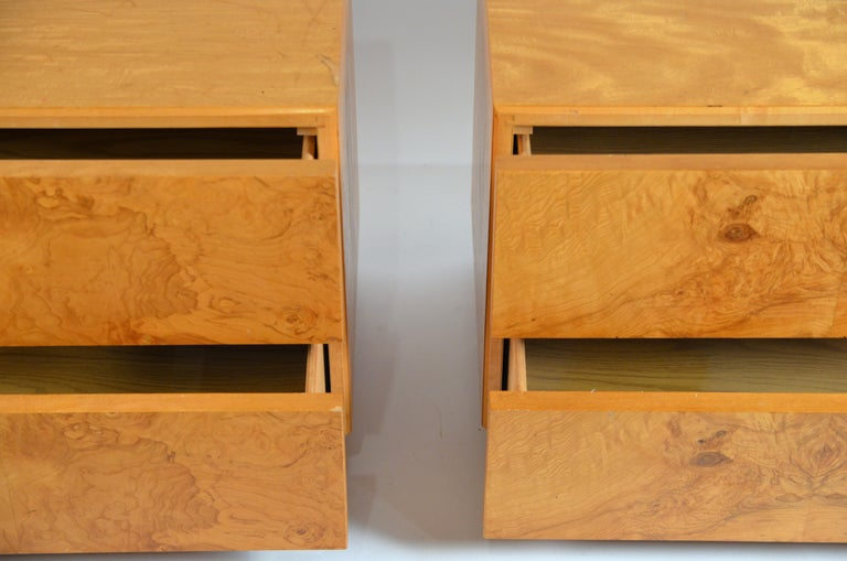 1970s Pair of Minimalist Burl Wood Nightstands by Lane For Sale