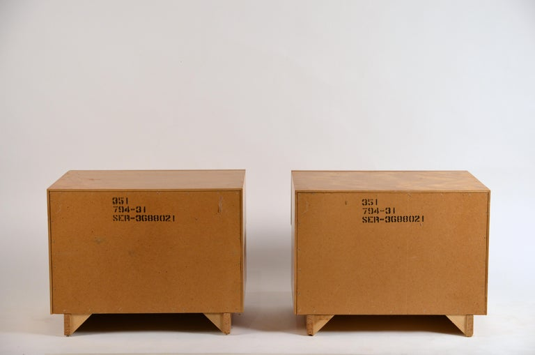 Pair of Minimalist Burl Wood Nightstands by Lane For Sale 2