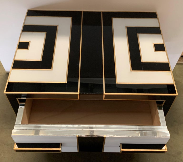 Pair of Mirrored and Brass Nightstands with One-Drawer in Black and White For Sale 4