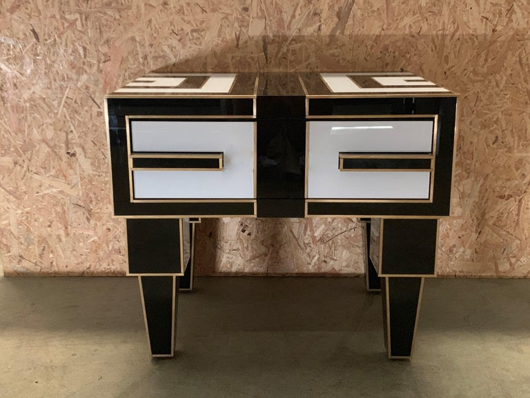 Spanish Pair of Mirrored and Brass Nightstands with One-Drawer in Black and White For Sale