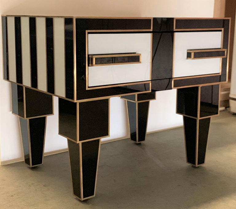 Pair of Mirrored and Brass Nightstands with One-Drawer in Black and White For Sale 1