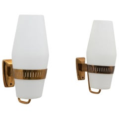 Pair of Model 2078 Large Midcentury Opaline and Brass Wall Lights by Stilnovo