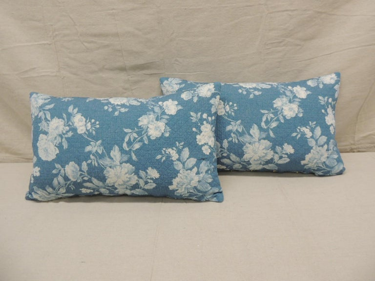 Portuguese Pair of Modern Blue and White Quilted Cotton Floral Decorative Lumbar Pillows For Sale