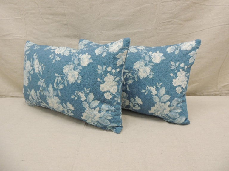 Pair of Modern Blue and White Quilted Cotton Floral Decorative Lumbar Pillows In Good Condition For Sale In Oakland Park, FL